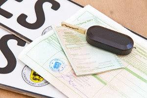 § 13 FZV regelt genau, was beim Halterwechsel eines Fahrzeugs der zuständigen Behörde mitgeteilt werden muss.