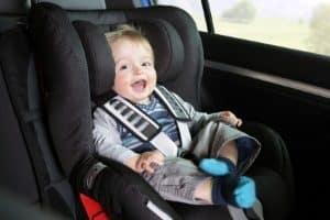 Ab wann können Sie mit dem Baby autofahren? In den ersten drei Monaten sollten Sie es vermeiden.
