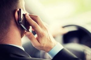 Das Smartphone ist die häufigste Form der Ablenkung beim Autofahren.