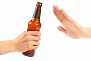 Alkohol in der Probezeit ist beim Autofahren nicht erlaubt.