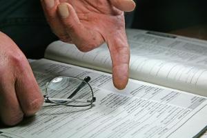 Im Anhörungsbogen wird das Bußgeld manchmal schon genannt. Die Zahlungspflicht tritt aber erst nach Erhalt des Bußgeldbescheids ein.