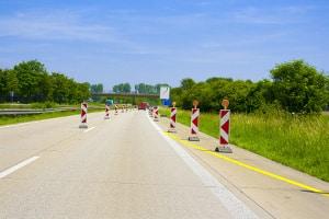 Außerorts kann eine Geschwindigkeitsbegrenzung auch wegen einer Baustelle angeordnet werden.