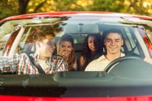 Ich möchte mit dem Auto fahren trotz Corona. Wie viele Personen darf ich mitnehmen?