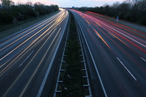 Auch auf der Autobahn können Sie geblitzt werden, wenn Sie gegen das Tempolimit verstoßen.