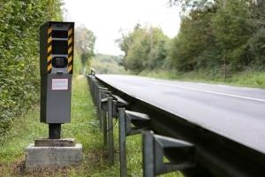 Um Messfehler auszugleichen, ist bei der Geschwindigkeitsmessung auf der Autobahn eine Toleranz abzuziehen.
