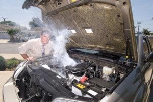 Bei einer Autopanne auf der Autobahn sollten Sie lieber die Pannenhilfe rufen.