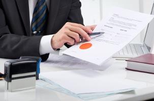 Ist die Autoversicherung abgelaufen, kann der Versicher dies der Zulassungsbehörde melden.