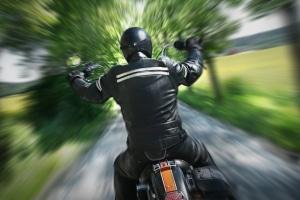 Durch Blitzer von hinten können die Motorradhalter zügig ermittelt werden.