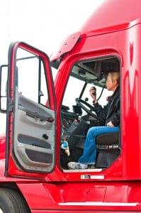Bremsen: Über im Fußraum befindliche Pedale im Führerhaus können werden sie betätigt.