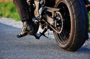 Bremsen am Motorrad sind zumeist Scheibenbremsen, aber auch Trommelbremsen am Hinterrad sind möglich.
