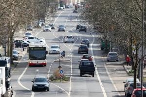 Bus überholen: Was schreibt die StVO vor?