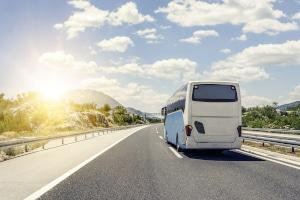 Bus überholen: Im § 20 Absatz 1 Straßenverkehrsordnung (StVO) ist das definiert.