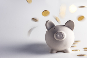 Bei einem Bußgeldbescheid liegt die Gebühr häufig bei 25 Euro.