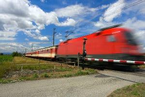 Im Bußgeldkatalog zum Bahnübergang stehen hohe Strafen.