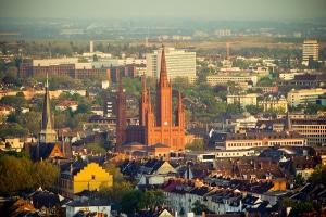 Welche zentrale Bußgeldstelle ist in Hessen zuständig und welche Aufgaben übernimmt sie?