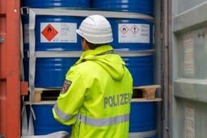 Die Bußgeldstelle in Viechtach ahndet auch Verstöße gegen das Gefahrgutrecht.