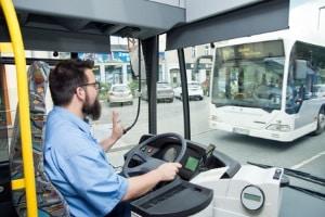 Ein Busunfall ist besonders riskant, weil viele Menschen daran beteiligt sind.