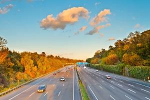Darf man auf der Autobahn rechts überholen?