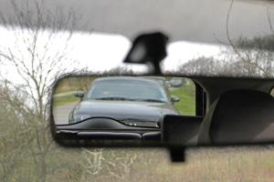 Lassen Sie sich von einem Drängler nicht provozieren. Auch von abrupten Bremsmanövern ist abzuraten.