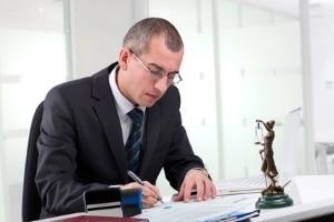Ob ein Einspruch Sinn macht, wenn Sie außerorts geblitzt wurden, kann Ihnen ein Anwalt sagen.