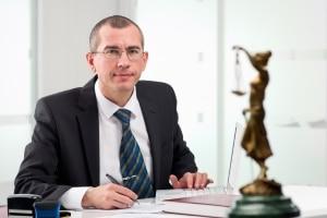 Ein Anwalt kann Sie dabei unterstützen, wenn Sie mit einem Einspruch gegen ein Fahrverbot vorgehen.