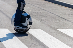 Bislang ist ein Elektro-Einrad im Straßenverkehr nicht erlaubt.
