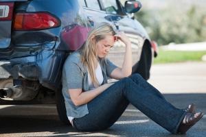Eine fahrlässige Körperverletzung im Verkehr kann durch eine Unachtsamkeit entstehen.