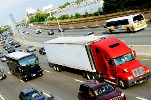 Innerhalb der EU besteht teilweise ein Fahrverbot für Lkw an Sonn- und Feiertagen