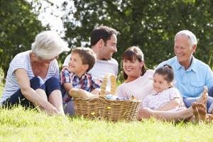 Durch die Freiwillige Selbstkontrolle erhalten Eltern Vorgaben, an die sie sich halten müssen.