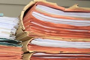Führerschein beantragen: Benötigte Unterlagen sind Antragsschreiben, Nachweise und Lichtbild.