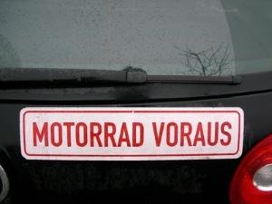 Wer den Führerschein für Motorrad und Auto gleichzeitig macht, kann viel Geld sparen.