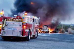 Gaffer behindern Rettungskräfte bei einem Unfall.