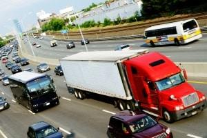 Bei jedem Transport zu beachten: Die Gefahrgutklassen sind im LKW, der Bahn oder im Flugzeug gleichermaßen gültig.
