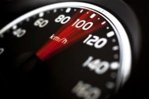 Überhöhte Geschwindigkeit auf der Autobahn ist eine der häufigsten Unfallursachen.
