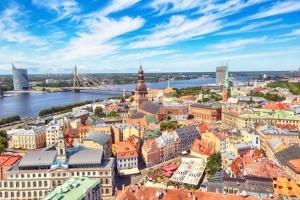 Welche Geschwindigkeit in Lettland innerorts grundsätzlich erlaubt ist, definieren die Verkehrsregeln.