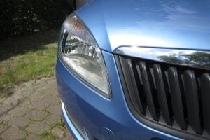 Auch ein abgestellter Pkw kann die Geschwindigkeit messen vom vorbeifahrenden Auto.
