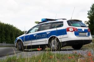 Die Geschwindigkeitskontrolle kann von der Polizei durchgeführt werden.