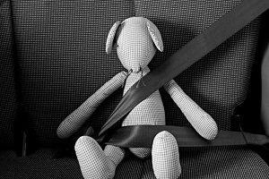 Der Gurt im Auto während der Schwangerschaft ist Pflicht.