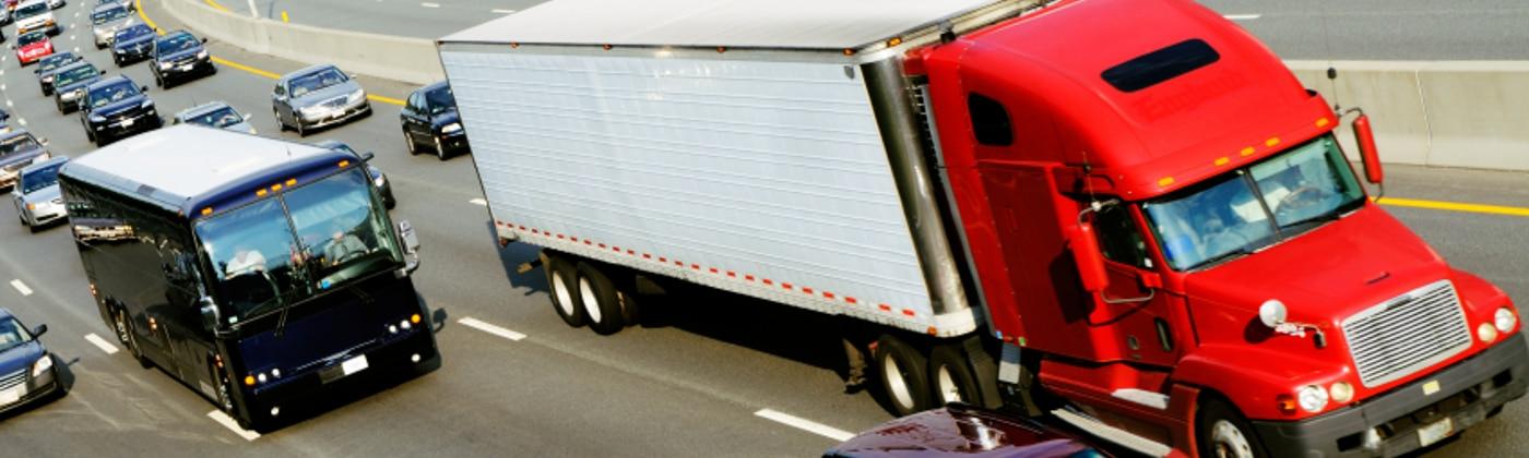 Der § 19 FZV regelt genau, was bei der Ausfuhr von Fahrzeugen ins Ausland zu beachten ist.
