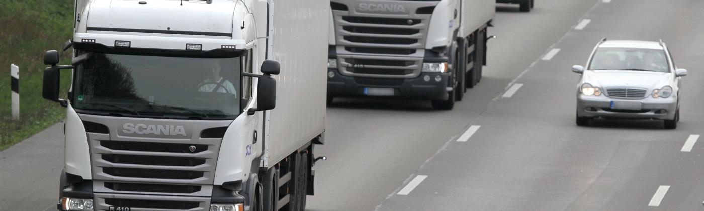 Welchen Abstand müssen Lkw einhalten?