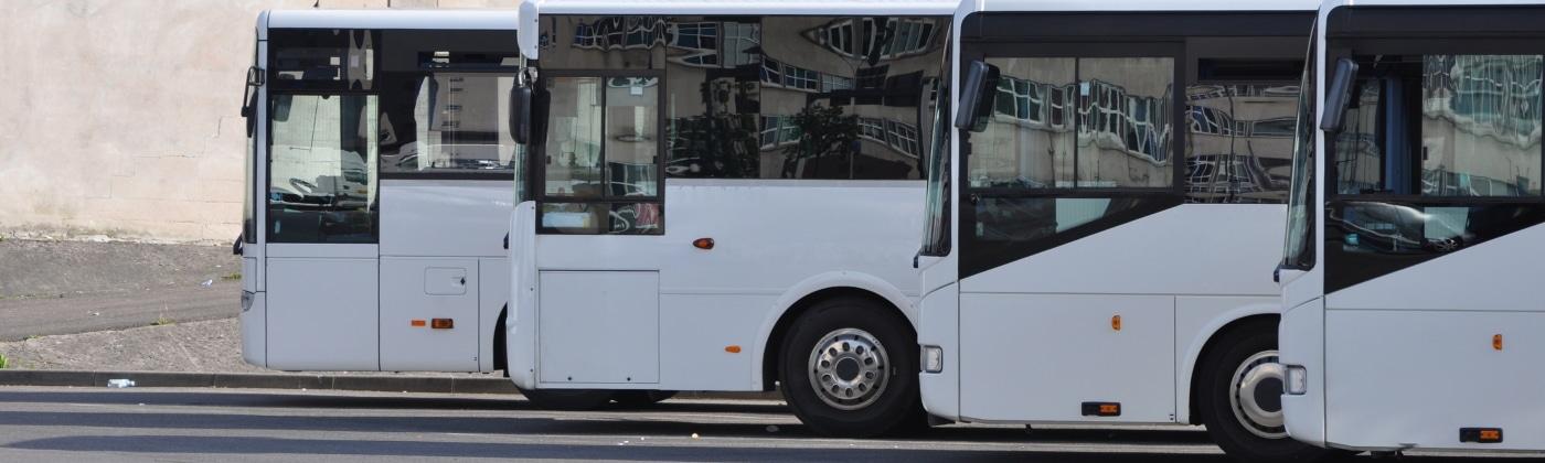 Header Bus mit Anhänger