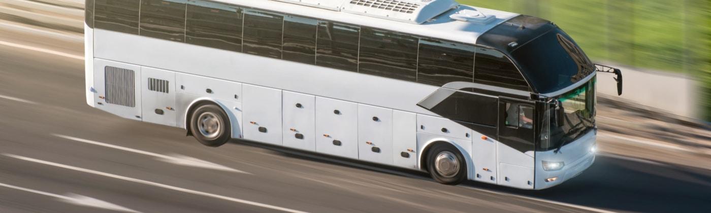 Einen Bus überholen: Worauf müssen Sie achten?