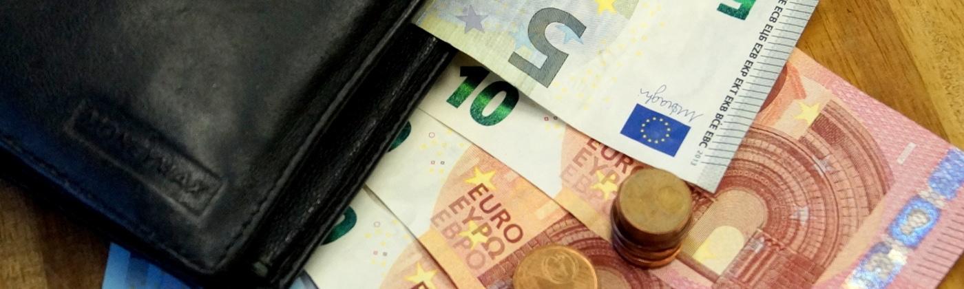 Bei einem Bußgeldbescheid beträgt die Gebühr i.d.R 25 Euro.