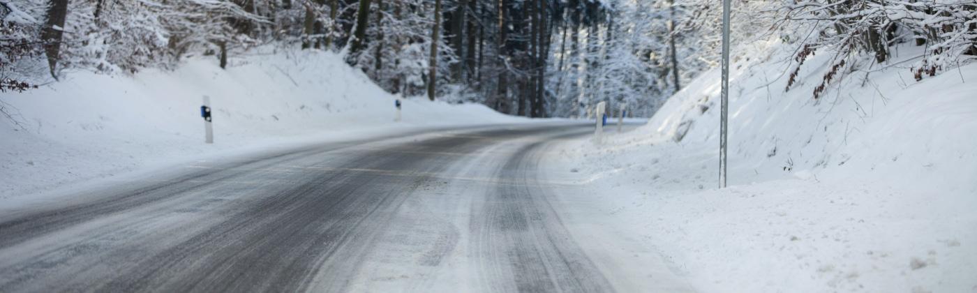 Eine Geschwindigkeitsbegrenzung sollte bei schlechter Witterung erfolgen.