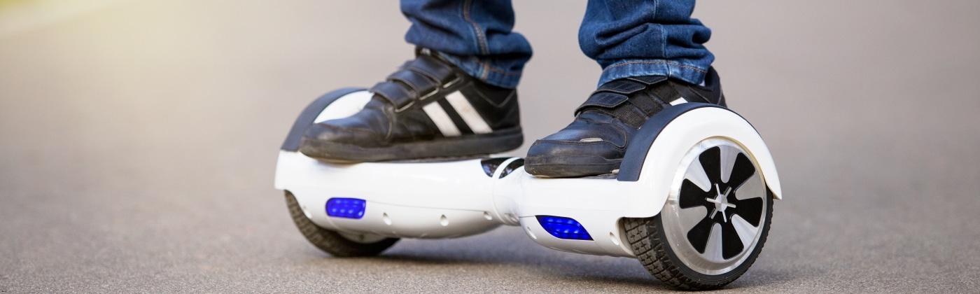 Header Hoverboard im Straßenverkehr