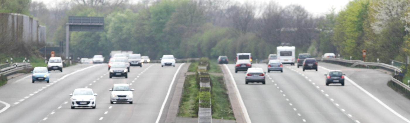 Grundsätzlich gibt es eine Mindestgeschwindigkeit auf der Autobahn.