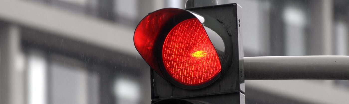 Was kann passieren, wenn eine rote Ampel übersehen wurde?