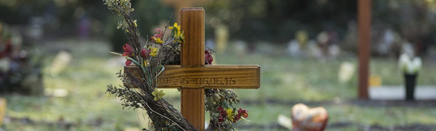 Ein Schockschaden durch eine Todesmitteilung geht über die übliche Trauer hinaus.