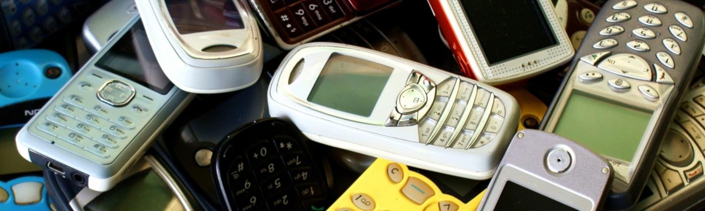 Welche Sanktionen sieht der Bußgeldkatalog für eine SMS am Steuer vor?