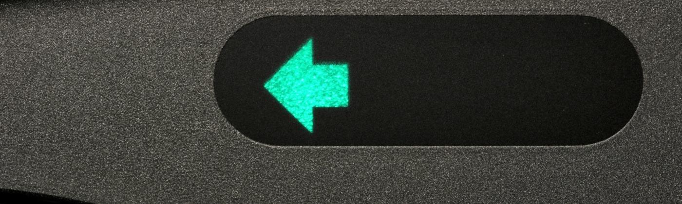 Fehlendes Blinken ist ein häufiger Grund für einen Unfall beim Wenden, Rückwärts fahren und Abbiegen.